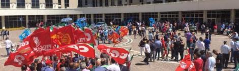 Oliverio ha perso la sua base sociale, la manifestazione dei sindacati conferma crisi